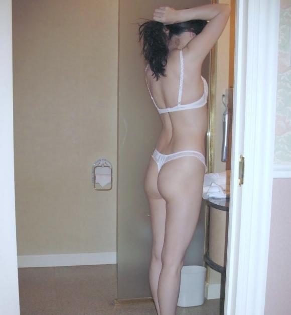 【家庭内盗撮】洗面所で無防備にしてる彼女を撮ってネットで見せびらかせる彼氏ってヤバいわwwwwwww【画像30枚】14_2019060423474103e.jpg