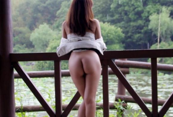 下半身だけ裸になってる女の子がくっそエロいwwwwwww【画像30枚】14_201906301554063bd.jpg