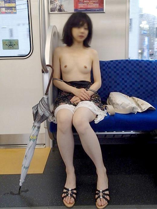 【露出画像】電車の中とかで露出してる女の子の感覚ってヤバくね?wwwwwww【画像30枚】14_20190710014907074.jpg