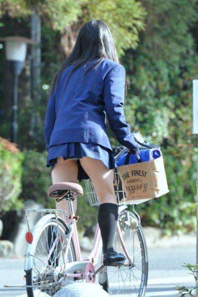 【女子校生】JKのパンツが見れたら自然と元気が出てくるヤツ多いんじゃね?wwwwwww【画像30枚】14_201908052342512e0.jpg