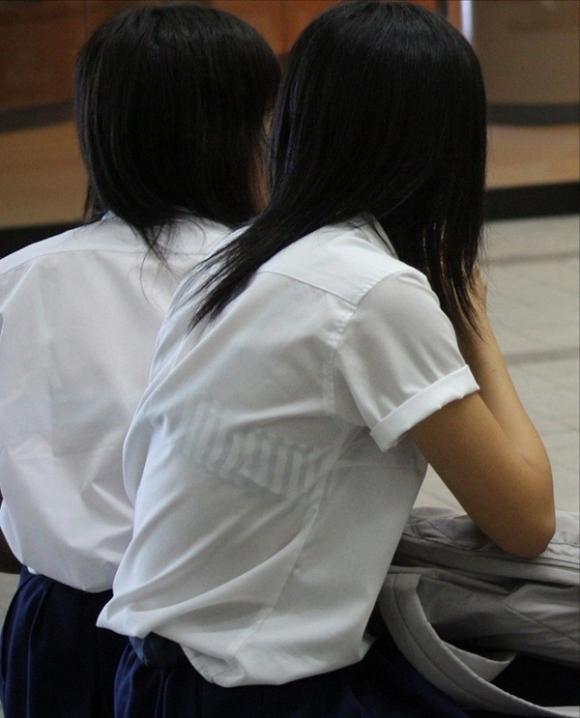 【女子校生】最近くっそ暑いからブラジャー透けてるJKが多くて幸せな気分になるwwwwwww【画像30枚】14_20190809012706b8a.jpg