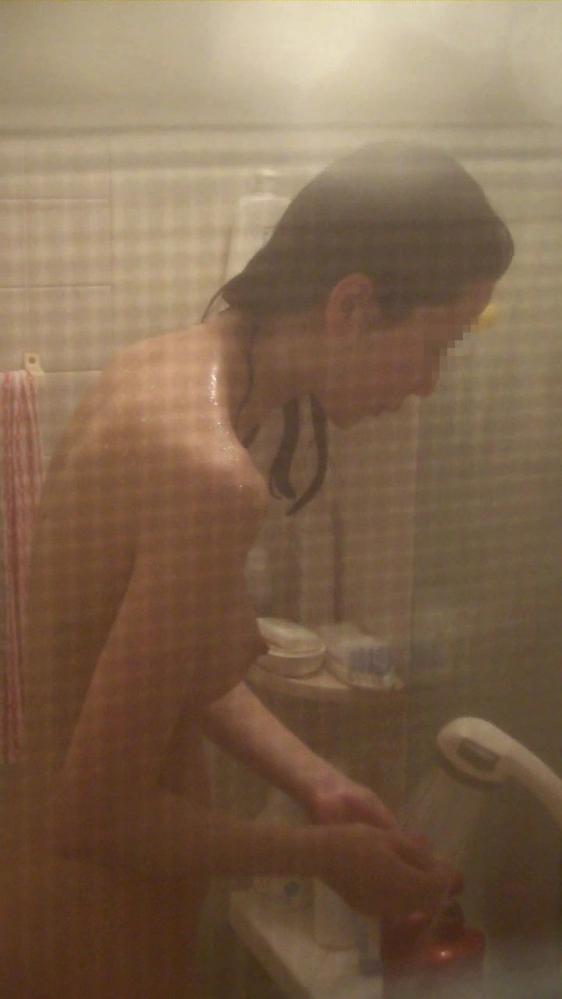 【民家盗撮】素人女子がお風呂に入ってるところが見たすぎて入浴してるトコを盗み撮りしたったwwwwwww【画像30枚】14_201909190148328a0.jpg