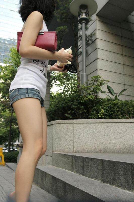 短パン履いてる女の子は色々見えちゃってるからエロすぎるwwwwwww【画像30枚】15_20181221013608880.jpg
