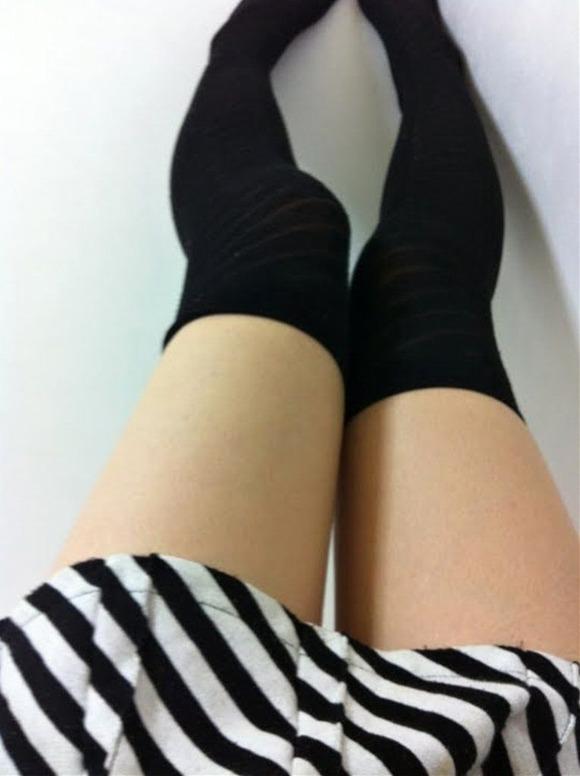 ニーハイソックス履いてるムチムチした脚がくっそエロいwwwwwww【画像30枚】15_20190427234615f6e.jpg