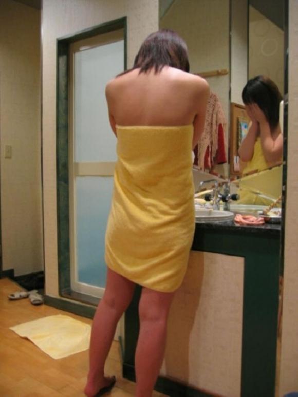 【家庭内盗撮】洗面所で無防備にしてる彼女を撮ってネットで見せびらかせる彼氏ってヤバいわwwwwwww【画像30枚】15_20190604234742a81.jpg