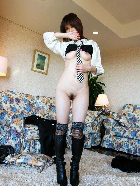 下半身だけ裸になってる女の子がくっそエロいwwwwwww【画像30枚】15_2019063015540725b.jpg