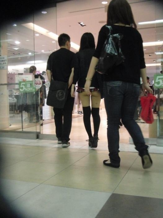短すぎるスカートをなんで履くのか不思議すぎるwwwwwww【画像30枚】15_20190724012147c9d.jpg