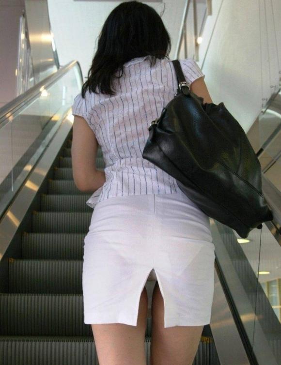 女の子の後ろにポジションとると絶対におしりをガン見してしまうwwwwwww【画像30枚】15_20191005223734504.jpg