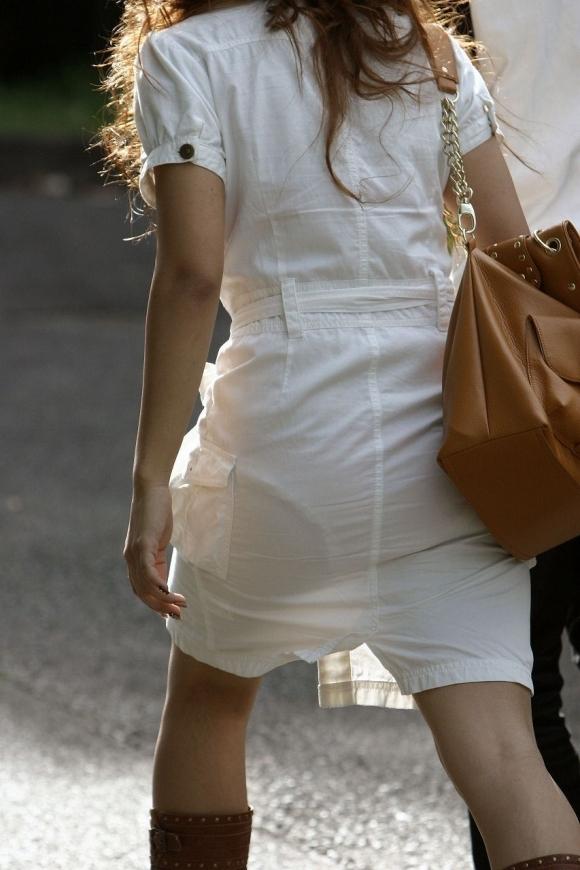 【残暑】暑いからパンティ透けちゃうレベルの薄着になる女子wwwwwww【画像30枚】16_2018100202121071e.jpg