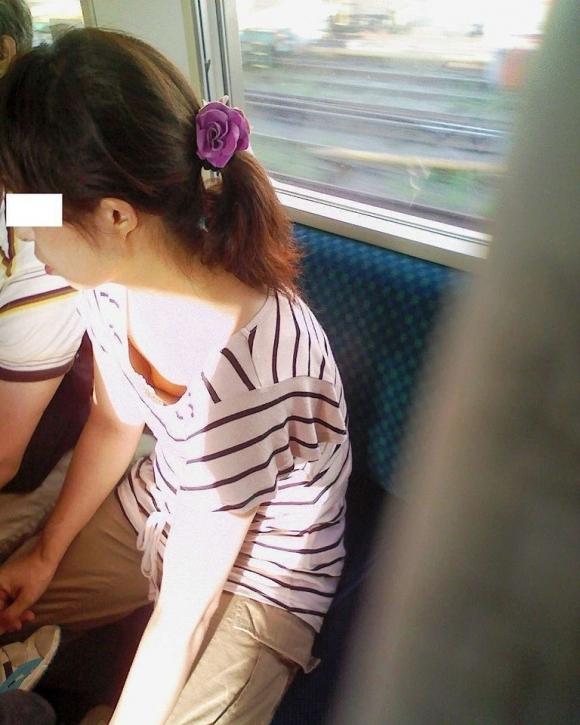 【凝視】電車で気になる胸チラ女子がいたらじっくりと堪能してしまうwwwwwww【画像30枚】16_20190216014917584.jpg