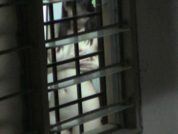 【民家盗撮】素人の女の子がお風呂に入ってる様子が見れるなんて幸せだなぁぁぁwwwwwww【画像30枚】16_201905160049297d1.jpg