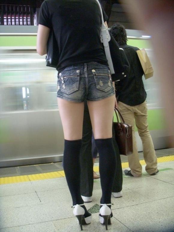 エロい下半身を晒して街を歩いてる女の子多すぎwwwwwww【画像30枚】16_20190625142408525.jpg