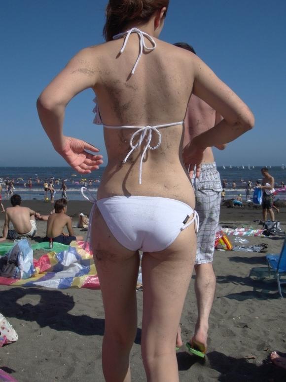 夏はエロい水着女子のおしりが見放題でたまらない季節wwwwwww【画像30枚】16_2019063001300657d.jpg