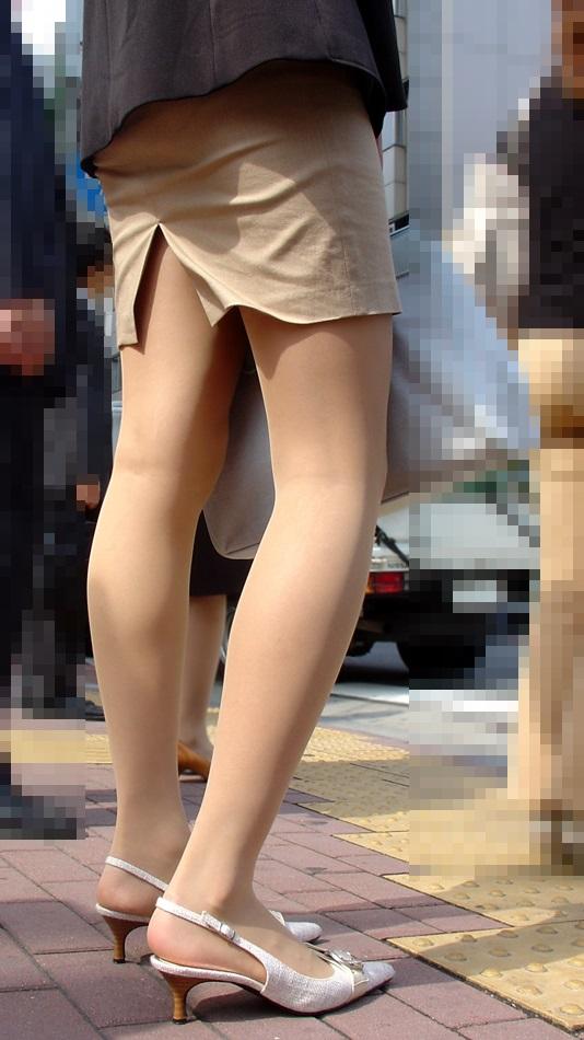 スカートの隙間からエロい脚が見えたら思わず凝視してしまうwwwwwww【画像30枚】16_20190703021218123.jpg