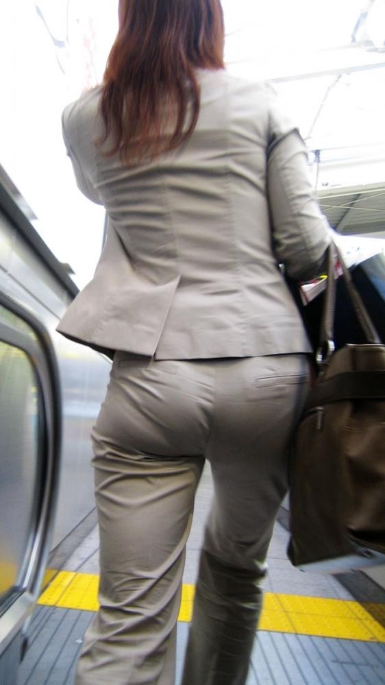 女の子の後ろにポジションとると絶対におしりをガン見してしまうwwwwwww【画像30枚】16_20191005223735bac.jpg