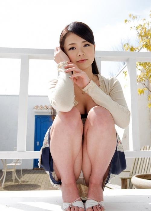 女の子がしゃがみ込んでたら大体パンチラしてるっていう法則wwwwwww【画像30枚】16_202001132228522af.jpg