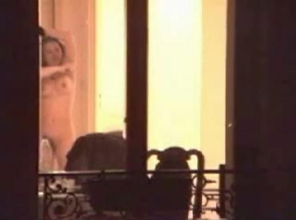 【民家盗撮】普通の家の窓から盗み撮りした女の子の裸がコレwwwwwww【画像30枚】17_20180921223043fa4.jpg