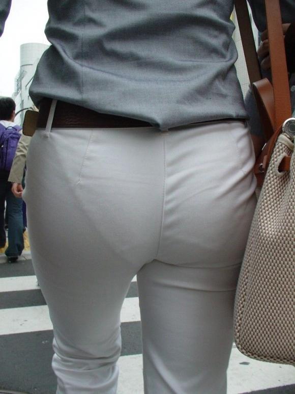 パンツ透けてる状態で外出歩く女の子の神経wwwwwww【画像30枚】17_20181018155822cae.jpg