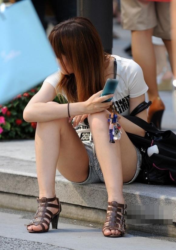短パン履いてる女の子は色々見えちゃってるからエロすぎるwwwwwww【画像30枚】17_20181221013612771.jpg