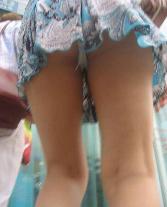 スカート短い女の子見ると下からパンツ見たくなってたまらなくなるwwwwwww【画像30枚】17_201903250025231a5.jpg