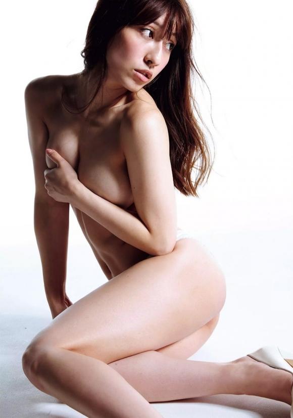 【おっぱい】ブラジャーよりも裸よりも素晴らしい手ブラの世界wwwwwww【画像30枚】17_20190417012035080.jpg