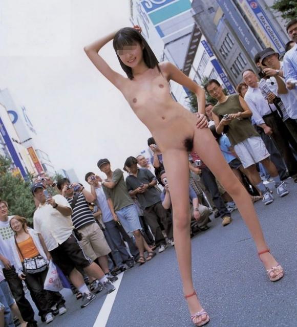【野外露出】夏になると増えてくる露出狂の女の子wwwwwww【画像30枚】17_20190602220816e6e.jpg