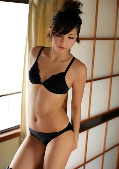 黒いランジェリーを着てる女の子がセクシーすぎる!【画像30枚】17_201906301512473e5.jpg