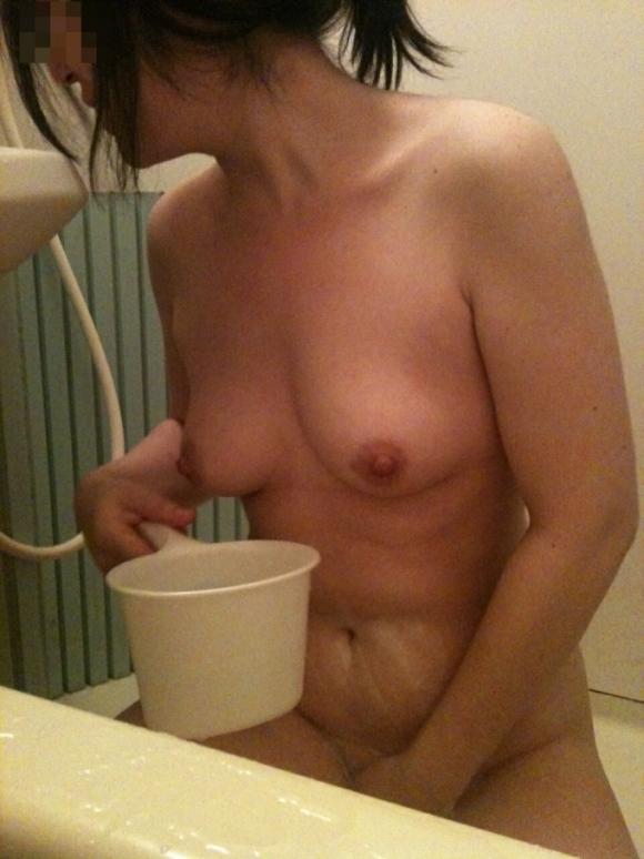 こういうだらしなさが魅力的な素人の裸でオナニーしたいwwwwwww【画像30枚】17_20190706014134aa4.jpg