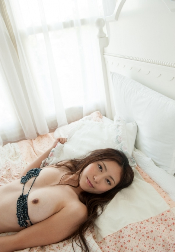 【ベッドイン】こんな可愛い女の子とお布団に入ってイチャイチャしたいwwwwwww【画像30枚】17_20190822003820497.jpg