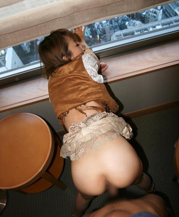 着衣のまま立ちバックでハメちゃう性欲旺盛な男女wwwwwww【画像30枚】18_2018112421302228f.jpg