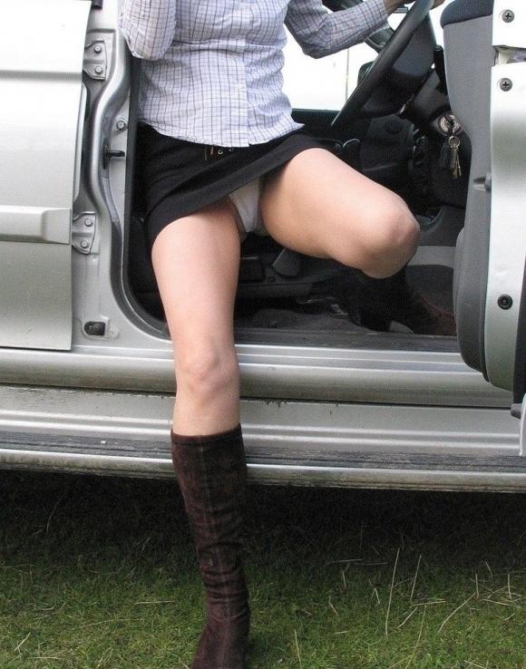 車に乗るときはパンチラしやすい法則を発見したったwwwwwww【画像30枚】18_20181216020648e3f.jpg