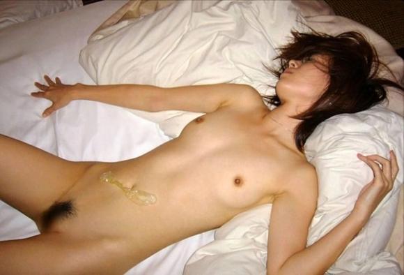 【事後画像】セックスした後に無防備になってる彼女を撮っちゃう彼氏の神経を疑うwwwwwww【画像30枚】18_20190102203942acb.jpg