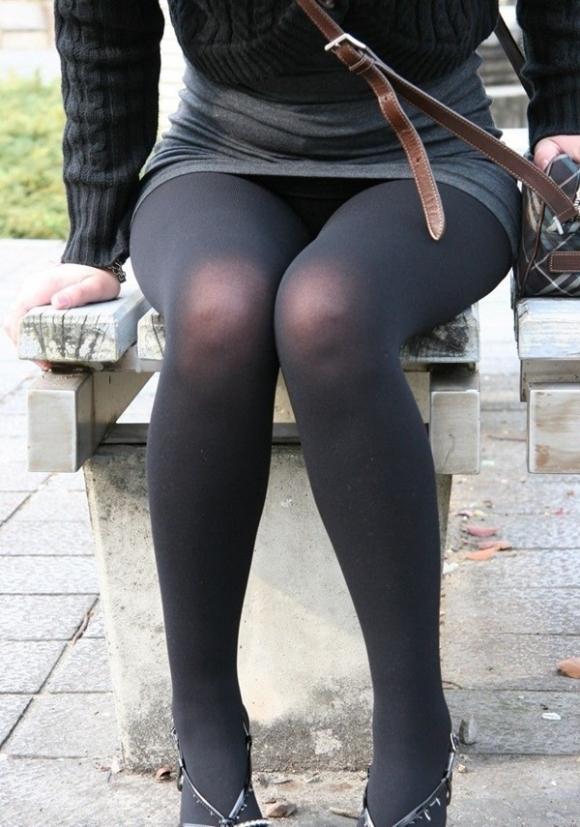 黒パンストや黒ストッキングの脚の破壊力がハンパないってwwwwwww【画像30枚】18_201901250113238cb.jpg