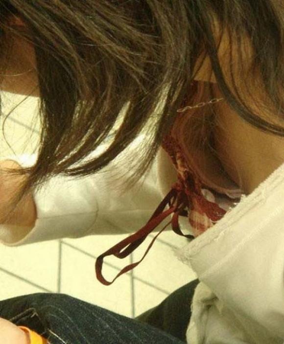 【浮きブラ盗み撮り】おっぱいが小さい女の子は大抵乳首が見えちゃってる件wwwwwww【画像30枚】18_20190419012605e9b.jpg