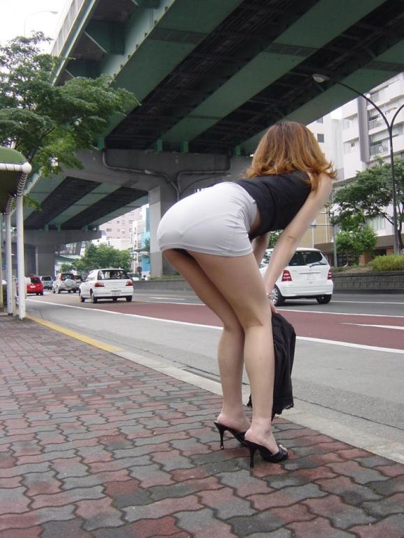 短いスカートを履いてパンチラさせにきてる女の子wwwwwww【画像30枚】18_2019050201435239c.jpg