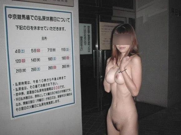 【野外露出】夏になると増えてくる露出狂の女の子wwwwwww【画像30枚】18_20190602220818d65.jpg