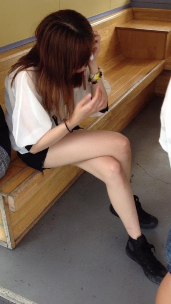 ホットパンツ履いてる女の子の脚を見つけたらずっと目で追ってしまうwwwwwww【画像30枚】18_20190604021211f53.jpg