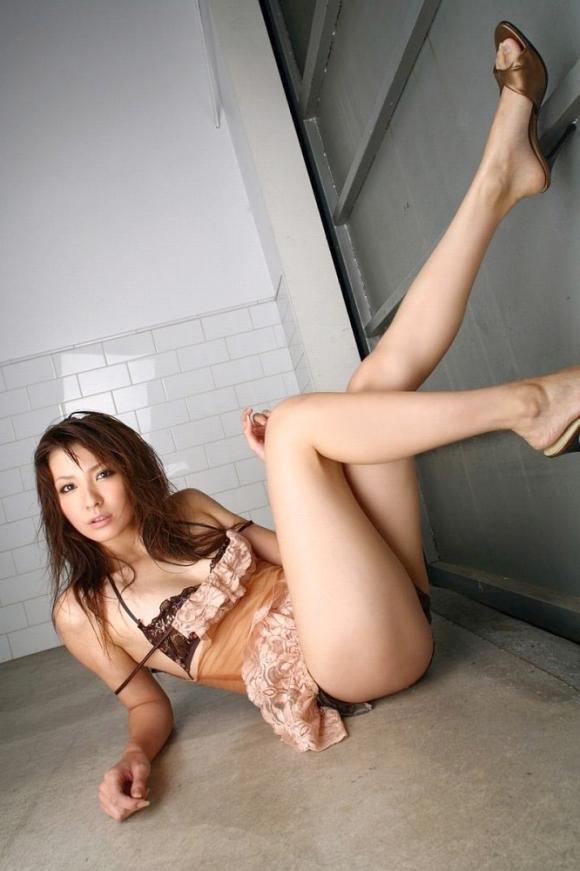 【美脚】あぁ・・・こういうエロい脚を見ると脚フェチの気持ちが理解できるwwwwwww【画像30枚】18_20190614012713c77.jpg