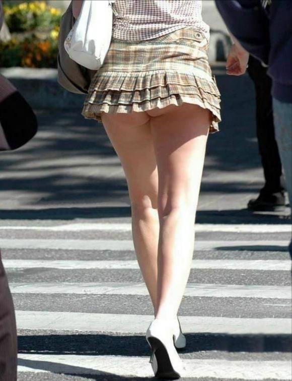 短すぎるスカートをなんで履くのか不思議すぎるwwwwwww【画像30枚】18_20190724012152b18.jpg