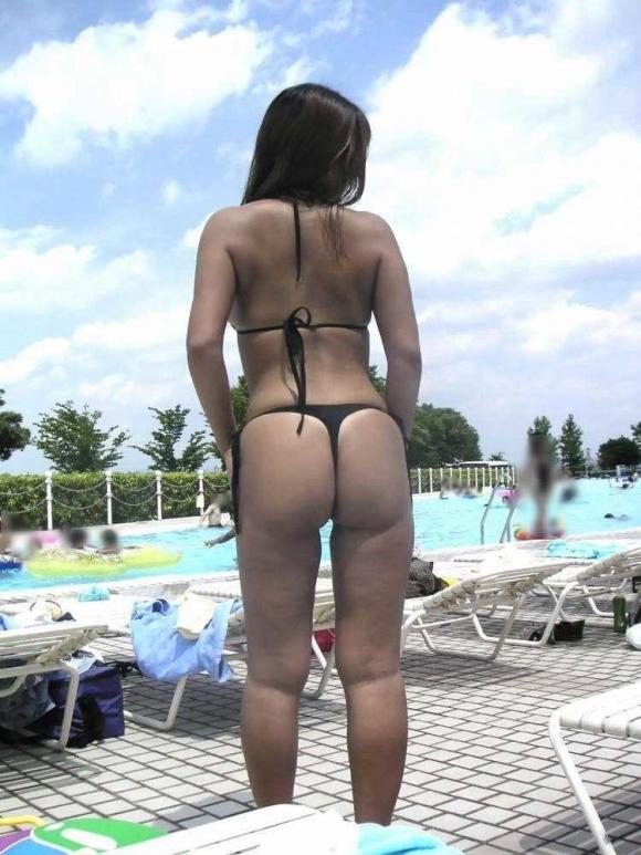 【素人水着画像】真夏のビーチをTバック水着で歩き回る素人を視姦してやりたいwwwwwww【画像30枚】18_20190816020100a13.jpg