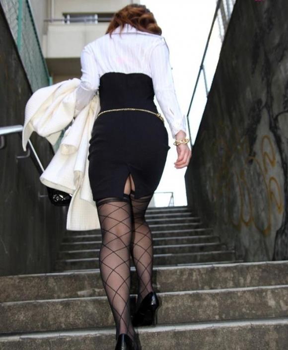 【プリケツ】スカートがピチピチすぎてヒップラインが丸わかりになってるwwwwwww【画像30枚】18_20190831023141349.jpg