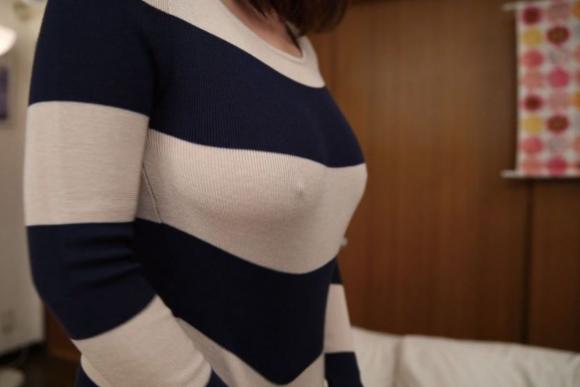 【ノーブラ】ブラジャーなしでいると乳首ポッチしちゃう危険性が高まるwwwwwww【画像30枚】18_20191028131940e39.jpg