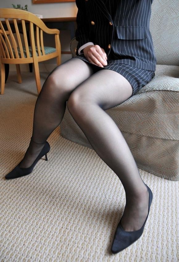 【脚】美しい美脚が映える黒ストッキングが最高のアイテムすぎるwwwwwww【画像30枚】18_20191124233235597.jpg
