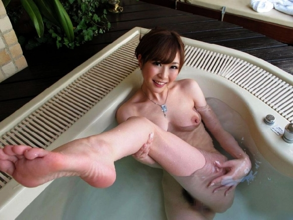 【入浴中】可愛い女の子がお風呂に入ってるのを見てると心も体も温まってくるwwwwwww【画像30枚】18_20191225230530650.jpg