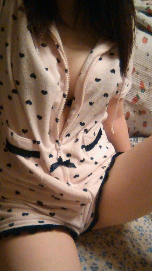 【流出画像】女の子の部屋着の中でもこういうショートパンツがエロさNo.1!wwwwwww【画像30枚】19_201812012312195b5.jpg