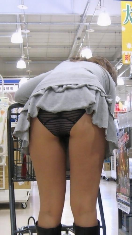 短すぎるスカートをなんで履くのか不思議すぎるwwwwwww【画像30枚】19_201907240121545b8.jpg