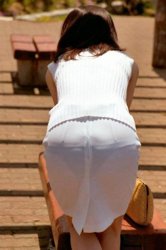 パンツ透けてる状態で外出歩く女の子の神経wwwwwww【画像30枚】20_2018101815582847f.jpg