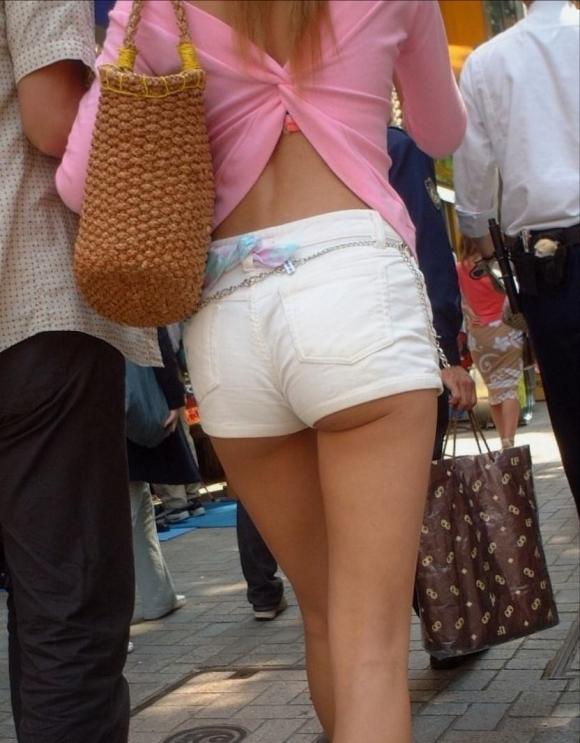 尻肉ハミ出る服で外出しちゃう最近の女の子の感覚ってどうなってるの?wwwwwww【画像30枚】20_201901021104222f3.jpg