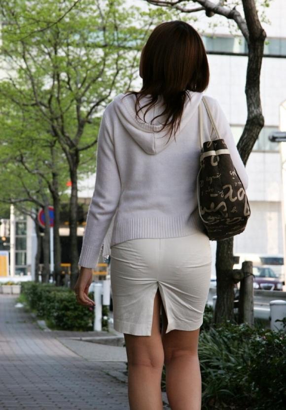 スカートが透けて見えてるパンティってソソるよなぁwwwwwww【画像30枚】20_2019011200461528e.jpg