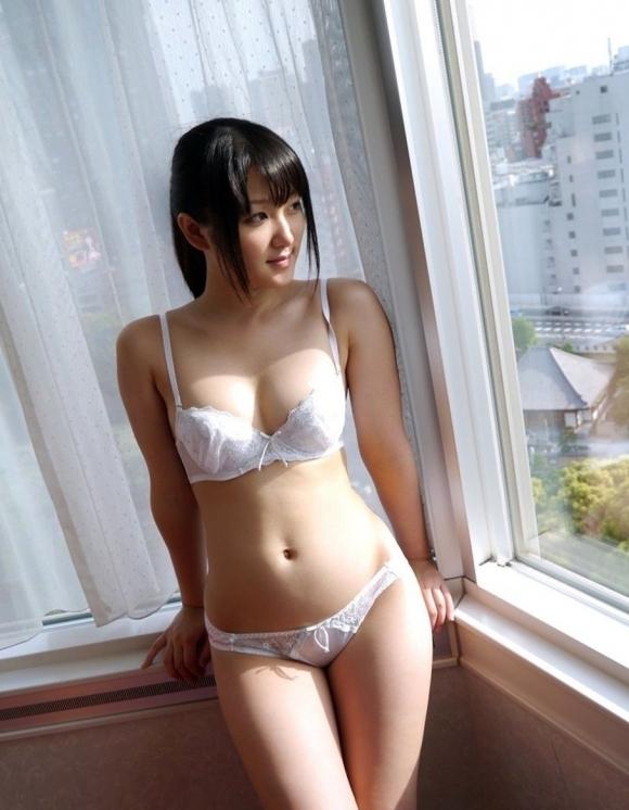 【純白】清純そうに見える白いパンティ履いてる女の子にやっぱ惹かれるwwwwwww【画像30枚】20_201901271519091dc.jpg